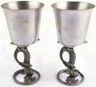 2 TRINKBECHER, Leichtmetall, Standfuß in stilisierter Form eines Drachens, mit Glassteinen