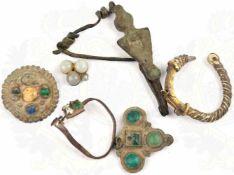 6 BODENFUNDE SCHMUCK, Ringe u. Anhänger, mit Steinen besetzt, 4./5. Jhd. n. Chr., gereinigt