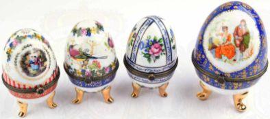 4 FABERGE-EIER, neuzeitliche Sammleranfertigungen, Porzellan farb. u. golden bemalt, jeweils mit 3
