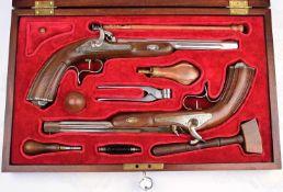 DUELLPISTOLEN-KOFFER, hervorragender Nachbau, nach Vorlage um 1850, Paar Perkussionspistolen,