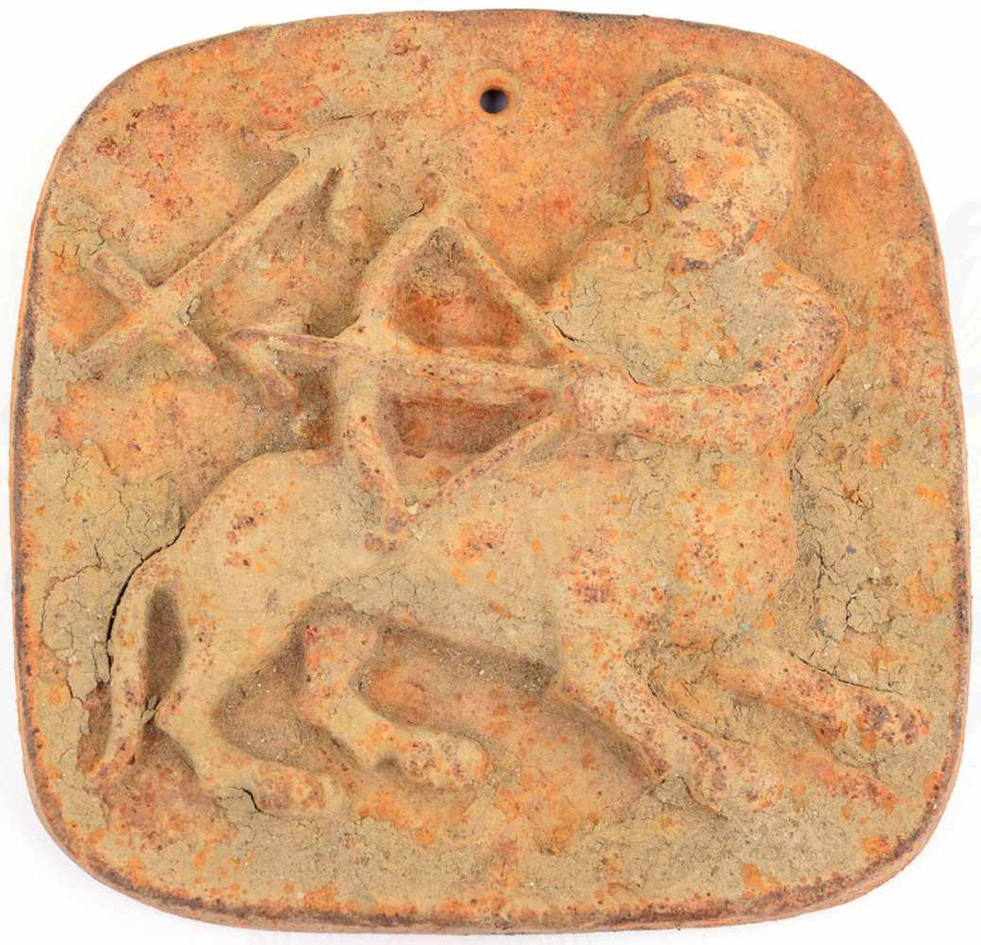 BODENFUND WANDRELIEF, Eisenguss, halbhohl, Darstellung eines Kentauren mit Pfeil u. Bogen, 1