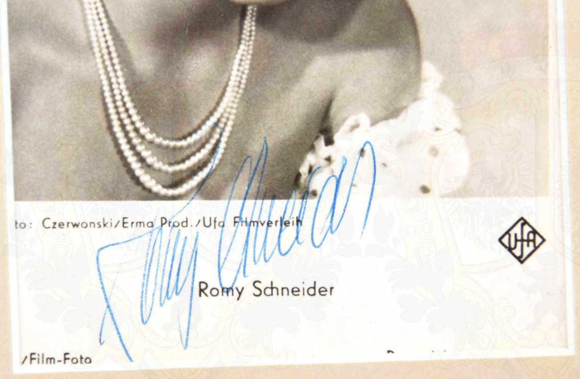 SCHNEIDER, ROMY, (1938-1982), Schauspielerin, Autogrammkarte m. Kugelschreiber-OU, Halbportrait um - Bild 2 aus 2