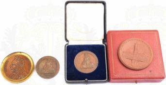 4 MEDAILLEN, 2 Bronzemedaillen Gewerbeauststellung Berlin 1844, Bronze, 1x im Etui (berieben),
