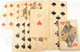 KARTENSPIEL, Skat etc., übergroßes Französisches Blatt, Format 17x11cm, 32 St., rs. m. Pentagramm,