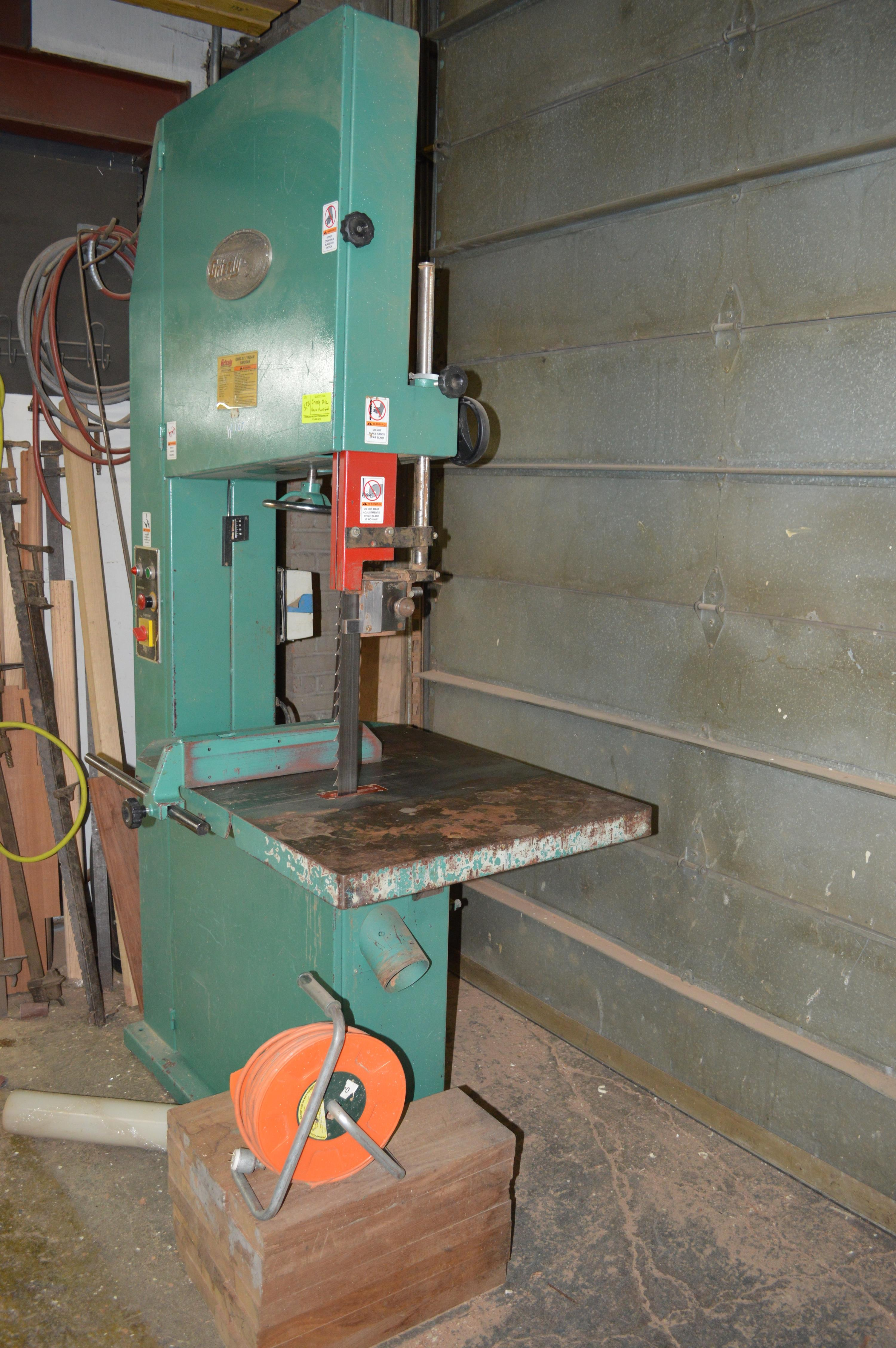Lot 332 - GRIZZLEY BRAND 26 1/2 INCH RESAW BAND SAW
