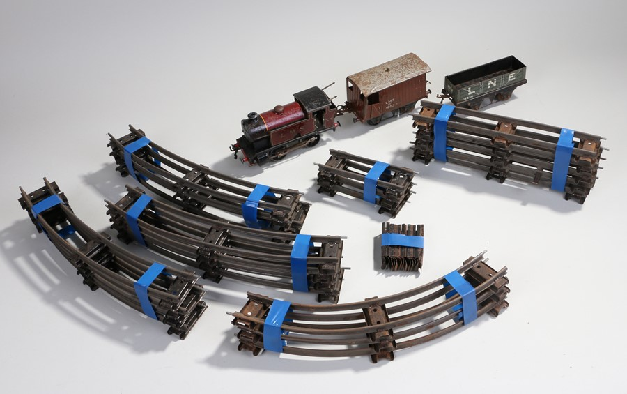 Lot 22 - Hornby O gauge type 101 clockwork train, in maroon livery 2270, together with a wagon and a truck,