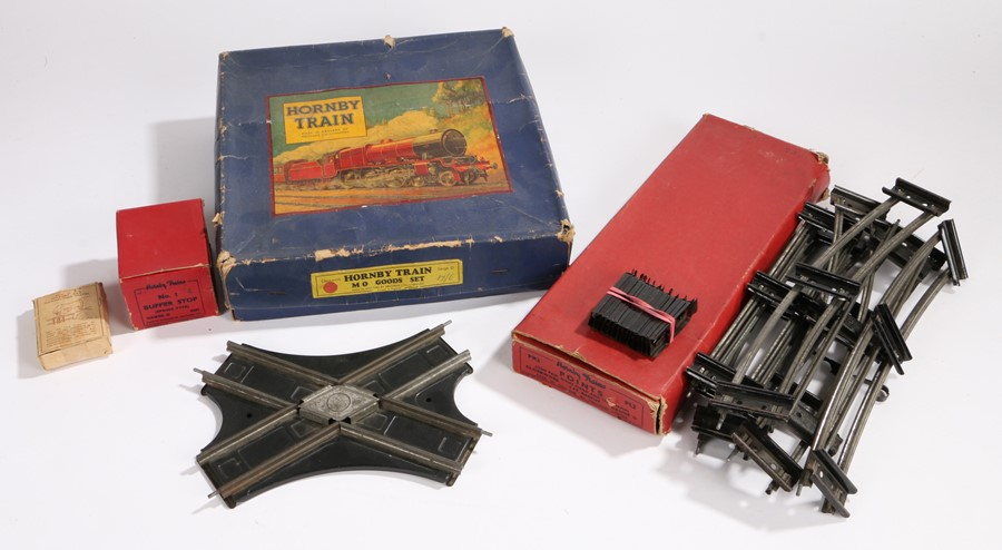 Lot 17 - Hornby trains M0 Goods set, O gauge, Consisting of M0 engine, tender numbered 6161, two green wagons