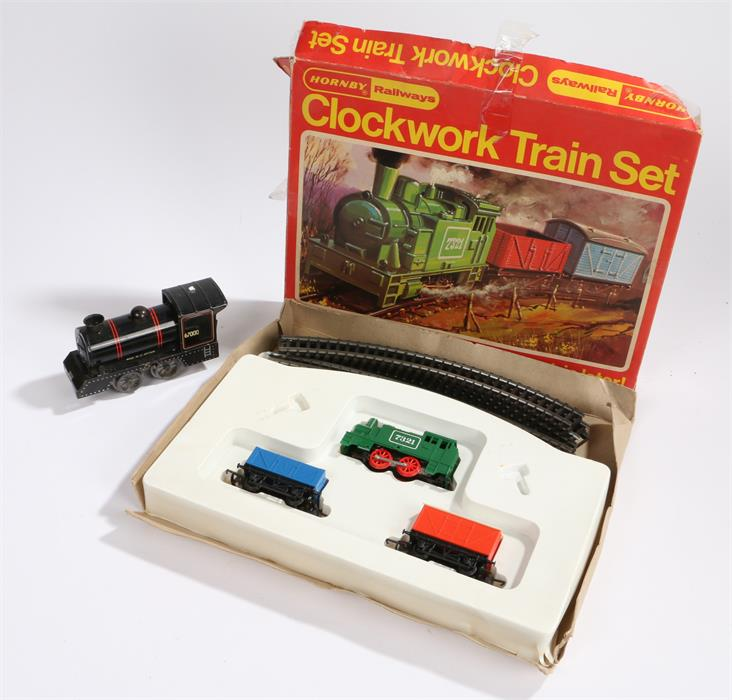 Lot 34 - Hornby RS.691 clockwork goods set, housed in original box, together with a non-contemporary engine