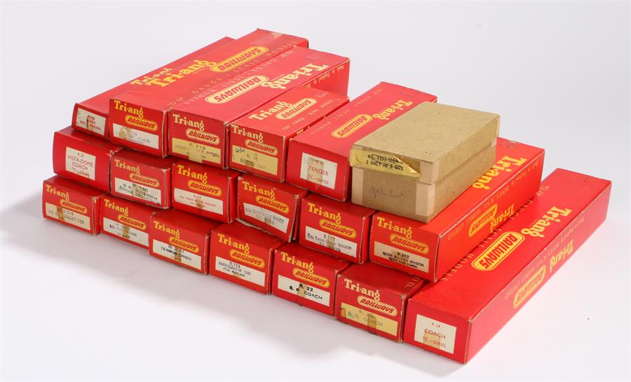 Lot 26 - Collection of Triang Railways OO gauge model railway to include R224 B.R. restaurant car, R220 S.