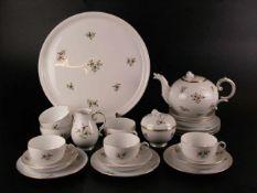 Tee-Service - Höchst, blaue Radmarke, polychrom bemalt mit Blumendekor, Goldstaffage, 22-teilig: 6