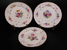 Drei Zierteller Meissen - unterglasurblaue Schwertermarken, tlw. 19.Jh, floraler Reliefdekor,