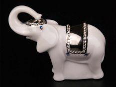 """Porzellanfigur """"Elefant"""" - Hoechst, Rückseite mit blauer Radmarke und Malerzeichen, Weißporzellan,"""