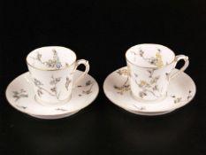 Paar Tassen mit Untertassen - hohe leichte ansteigende Tassenwandung mit Asthenkel, H.ca.6cm,