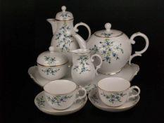 Tête-à-Tête Tee-/Kaffeeservice - Hoechst, blaue Radmarke, Form: Residenz, polychromes