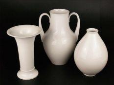 Drei Vasen - KPM Berlin, jeweils unterglasurblaue Zeptermarke, Weißporzellan glasiert, 1x
