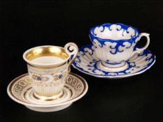 Zwei Biedermeier-Tassen mit Untertassen - 19.Jh., 1x Glockenbecher-Form, hochgezogener
