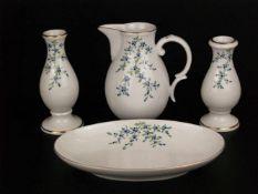 Konvolut Porzellan Höchst - blaue Radmarke, 20. Jh., polychromes Blumenmuster, Goldränder, 4-tlg: 1x