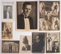 Acht Künstler- und Komiker-Ansichtskarten, um 1910 Komiker Karl Wildau. Teilweise aus Freiburg.