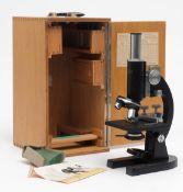 Lichtmikroskop, Waechter, Wetzlar Modell FSK. Im originalen Holzkasten, mit Objektträgern etc.