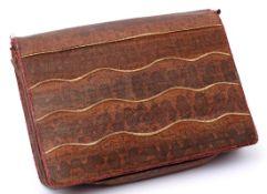 Unterarmtasche, Schlangenleder, um 1910 Innenfutter aus Wildleder. B.28cm.