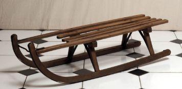 Schlitten, 50er Jahre Holz mit Eisenbeschlägen. L.102cm.