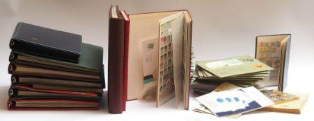 Konvolut Briefmarken, hauptsächlich Liechtenstein Mehrere Alben, zahlreiche Ersttagsbriefe.