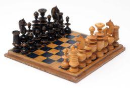 Schachspiel Quadratischer Holzkasten, 5x18x18cm. Innenseite des Deckels als Schachbrett.
