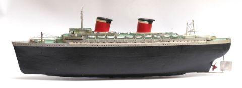 Modell eines Passagierschiffs Mit Motorantrieb. Holz, farbig bemalt. Eigenbau, Funktion des Motors