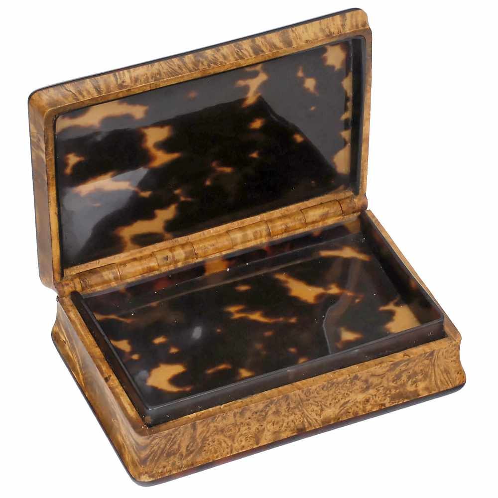 "Lot 11 - Rare ""Laurencekirk"" Musical Sur-Plateau Snuff Box, c. 1815With 52 teeth playing two airs on both"