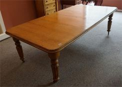 Victorian oak wind out table with 2 leaves