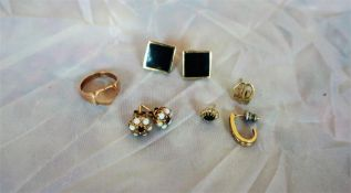 9ct Gold Ring, 3.3 grams, also with a pair of 9ct gold mounted earrings, garnet earrings,