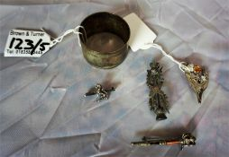 Four Silver Scottish brooches, also with a silver napkin ring (5)