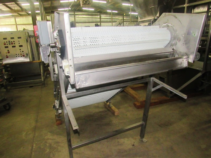 """Lot 40 - Stainless Steel Incline Conveyor, 39"""" W X 8' L flighted plastic belt, 1 1/2"""" high, flights spaced 3"""""""