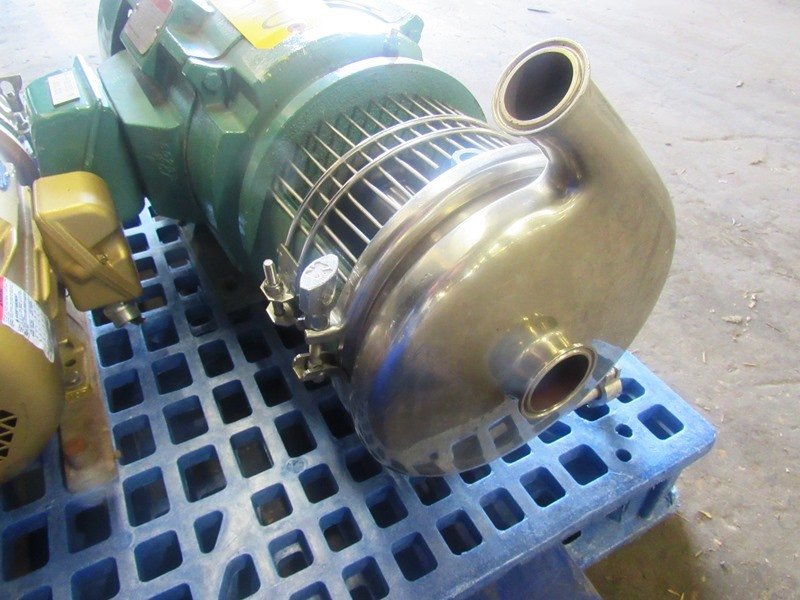 "Lot 25 - Tri-Clover Stainless Steel Centrifugal Pump 1 1/2"" inlet, 2"" outlet, on 15 h.p., 230/460 volt motor"