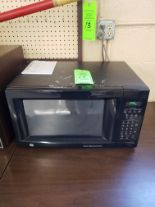Lot 11 - GE MICROWAVE