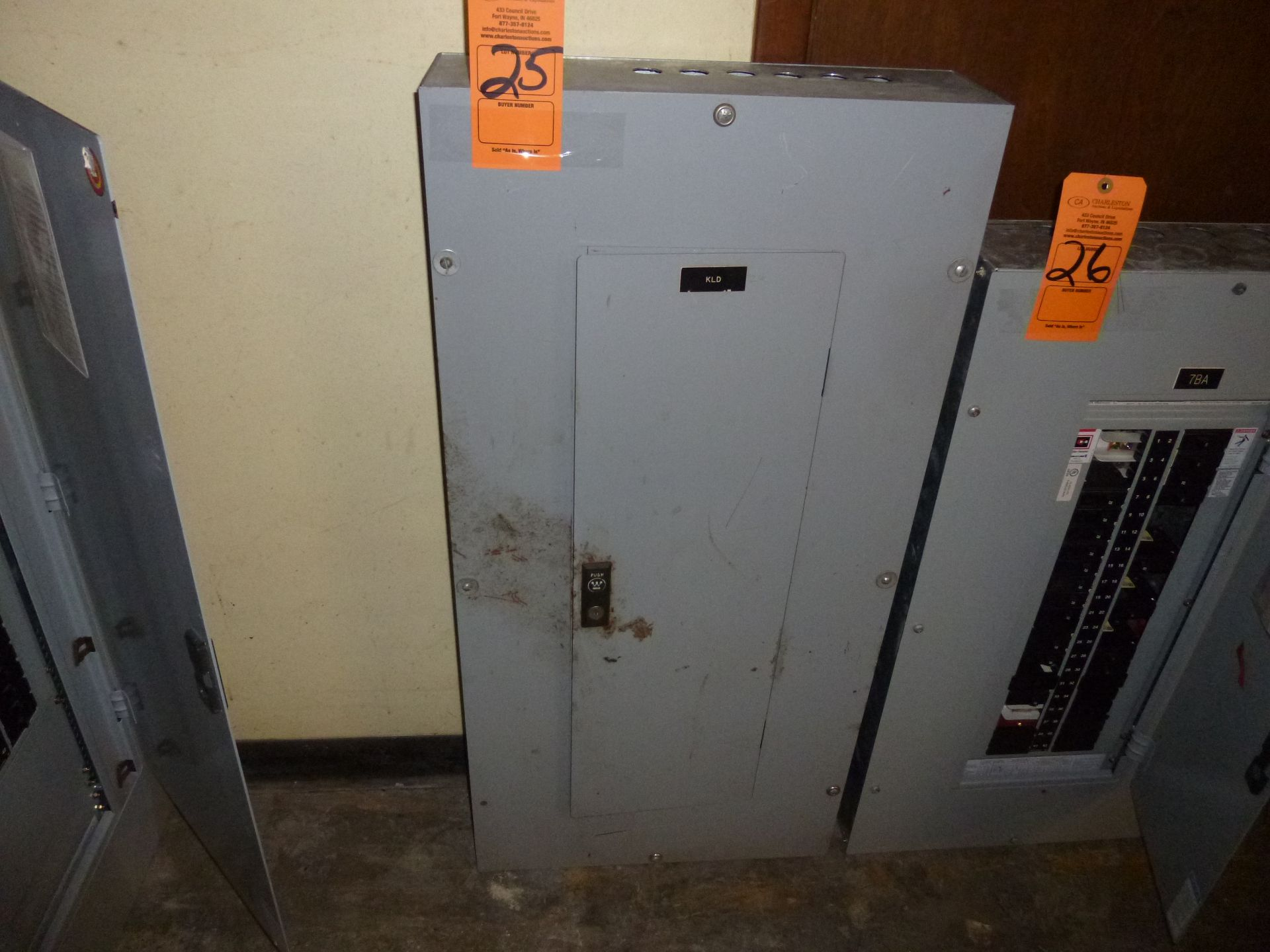 Lot 25 - Westinghouse Pow-R-Line C PRL1 225amp box, 208/120v, 3 phase, 4 wire includes all breakers as