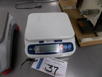 Lot 37 - 2.2 Lb Capacity scale | Digital Scale, 2.2lb. Cap. Scale I.D. Q001 | MODEL# SJ-100 | SERIAL#
