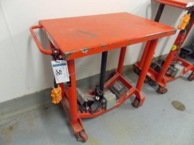 Lot 58 - Battery operated lift