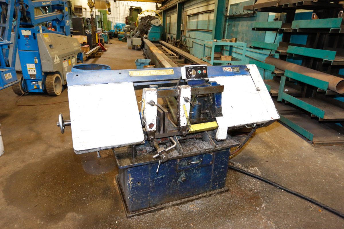 "Lot 10 - LIAN FENG HORIZONTAL BAND SAW, 12"" CAP, 600 VOLTS"