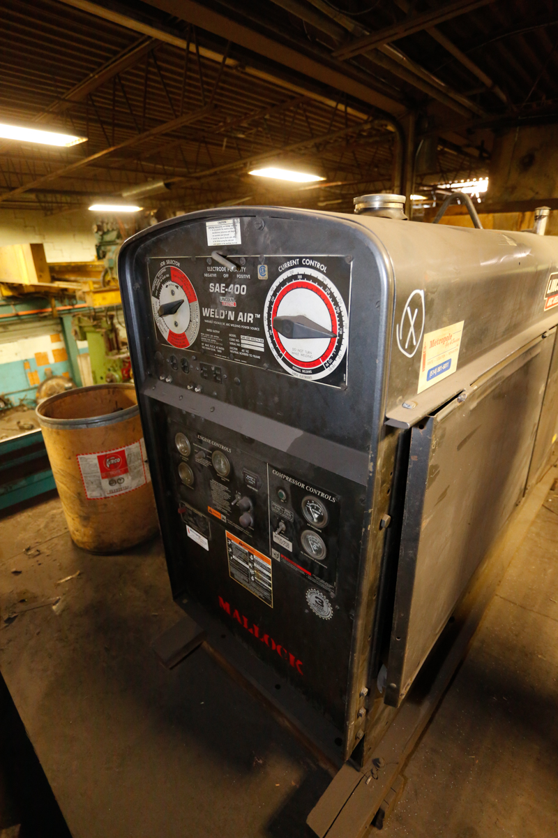 Lot 11 - LINCOLN WELD & AIR 400 AMP WELDER/GENERATOR/AIR COMPRESSOR MOD. SAR-400, 60% DUTY CYCLE, S/N: