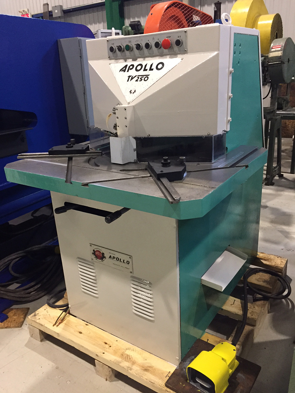 "Lot 2 - APOLLO HYDRAULIC NOTCHER MOD. TV250, S/N: 050684, 9"" X 9"" X 1/4, VARIABLE ANGLE (RIGGING AT NO"