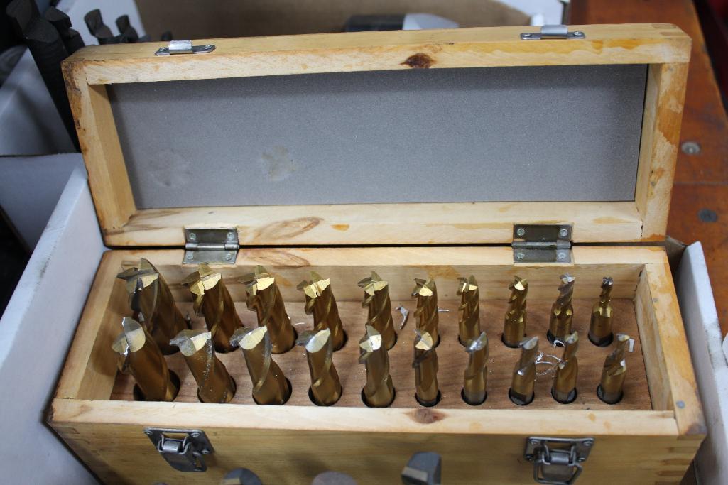 Lot 4 - Carbide insert endmills & HSS endmill set
