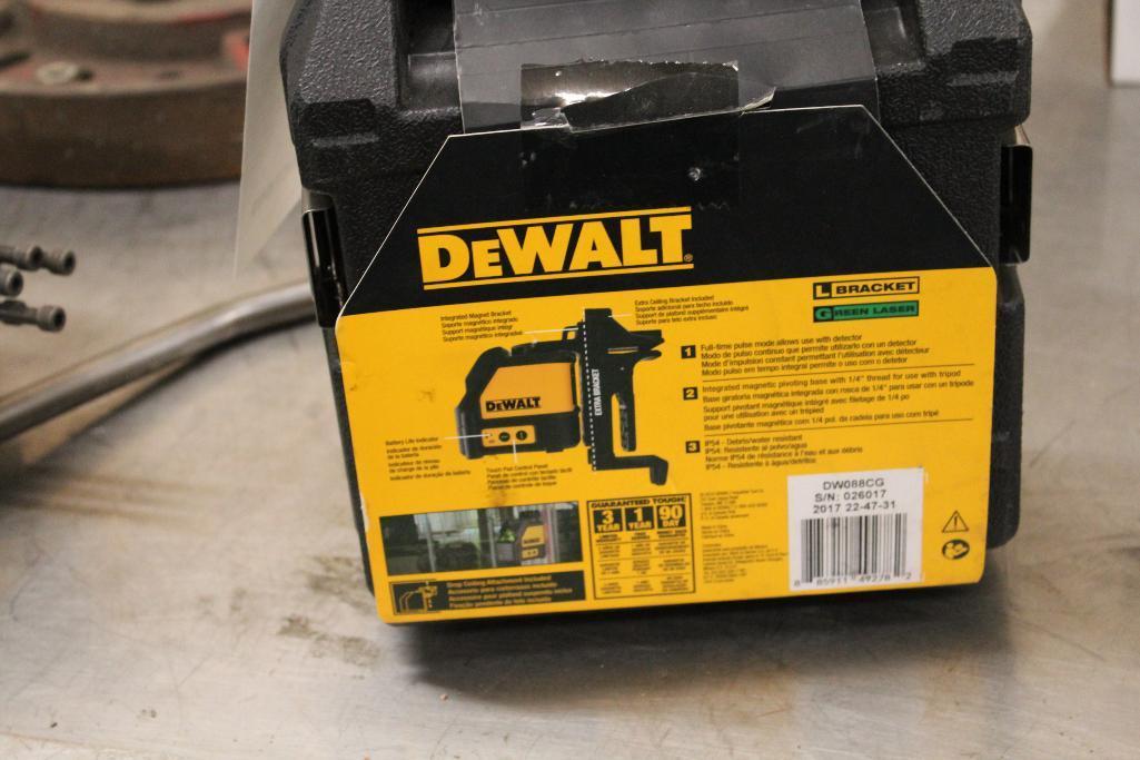 Lot 50 - DeWalt DW088cg green laser level