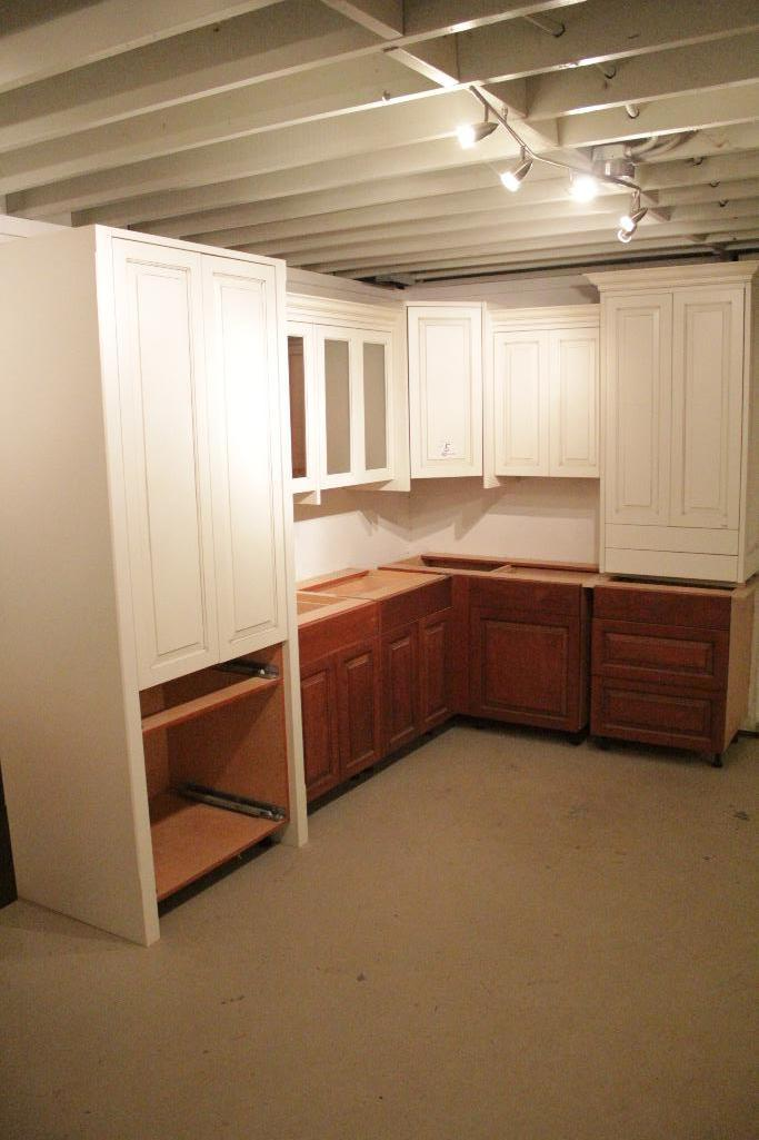 Lot 5 - Display Kitchen cabinets