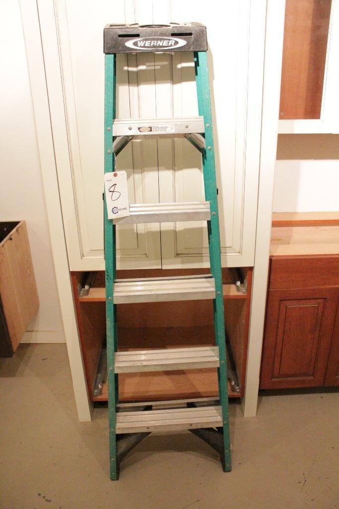 Lot 8 - 6' Fiberglass Ladder