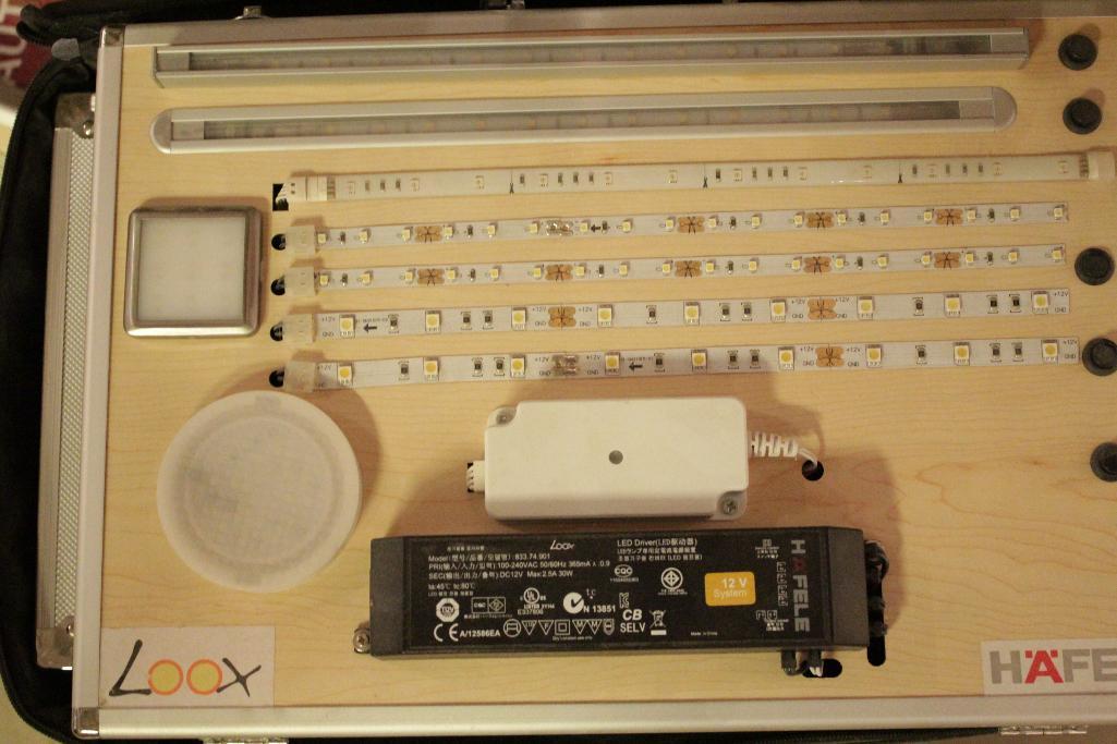 Lot 4 - Cabinet hardware displays