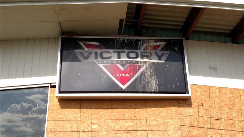 Lot 37 - Victory / Artic Cat Signs - (1 x Bid)