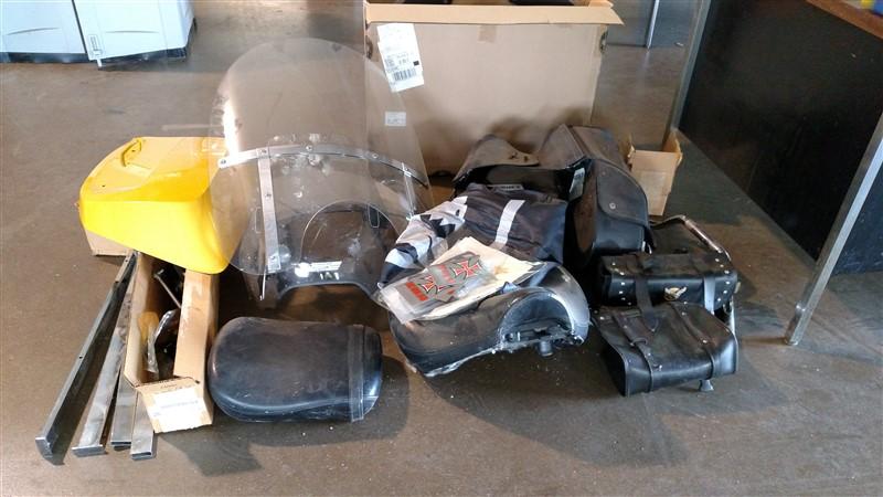 Lot 49 - MC Windshield / Bags (Mixed Lot)