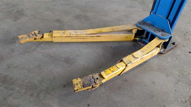 Lot 3 - Rotary SPOA10N500 / 10,000 Lb. 2-Post Surface Lift (Model Year: 2004) s/n BVP04H0943
