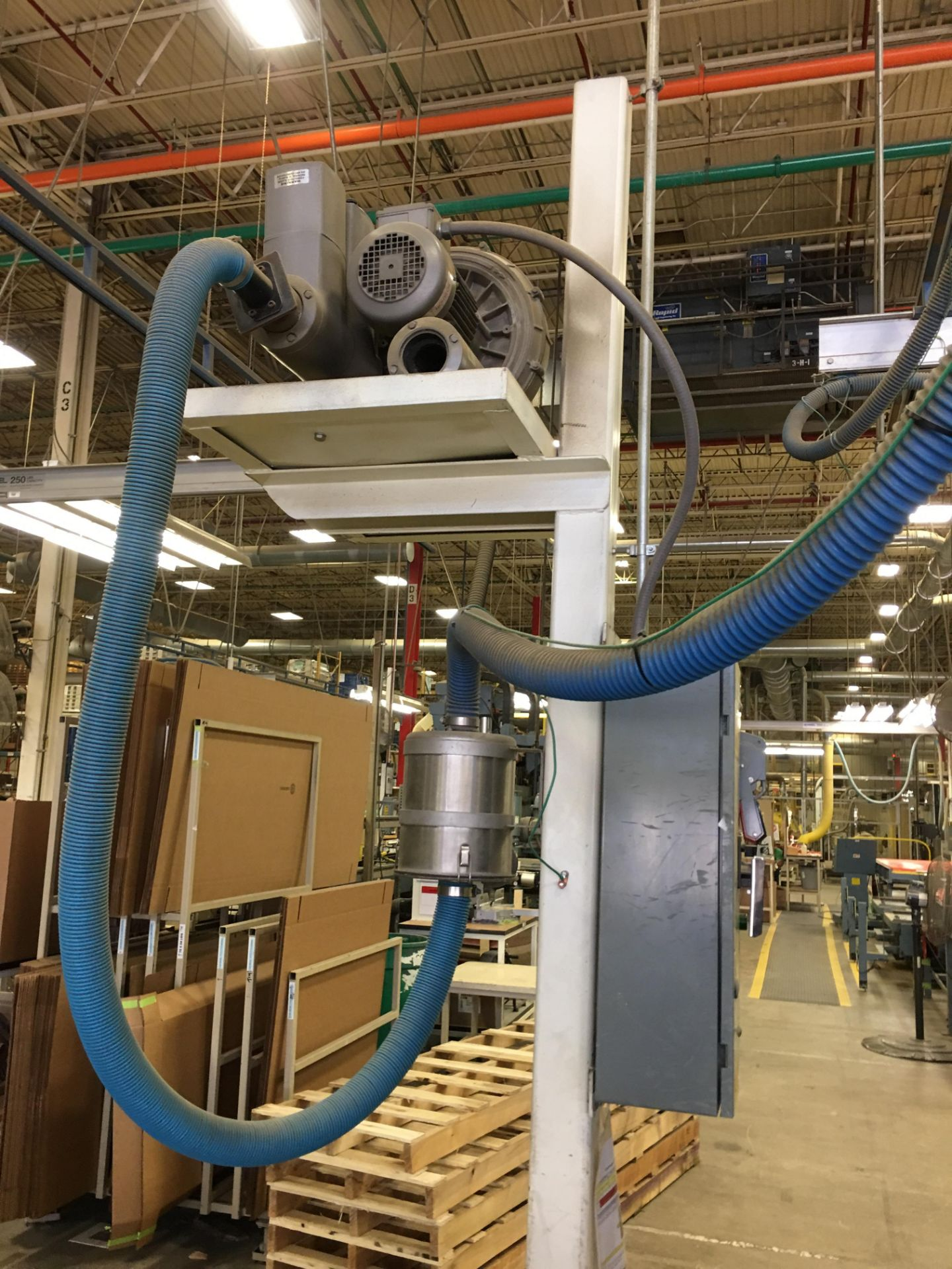 VACUUM LIFTER WITH PUMP AND OVERHEAD GANTRY RAILS - Image 2 of 3